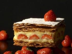 PAUL草莓千層派買一送一!限時三天,草莓和巧克力口味千層派一起帶回家!