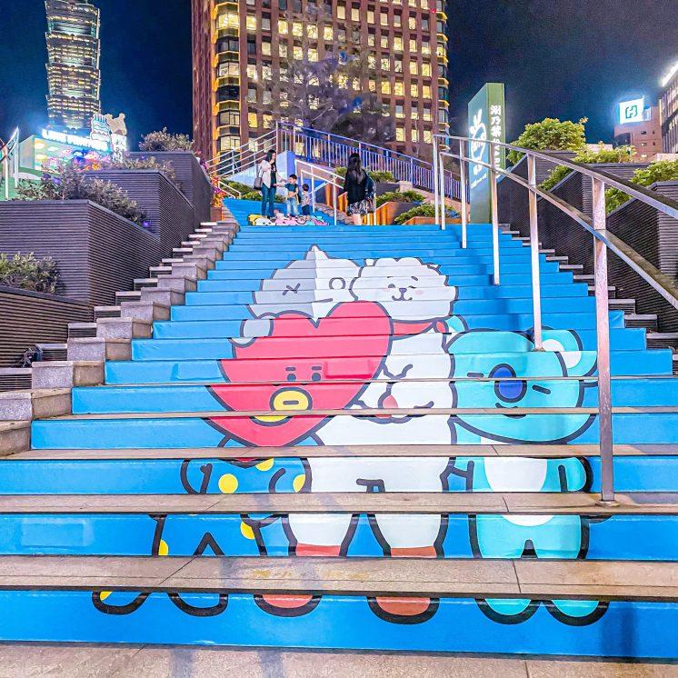 BT21樓梯
