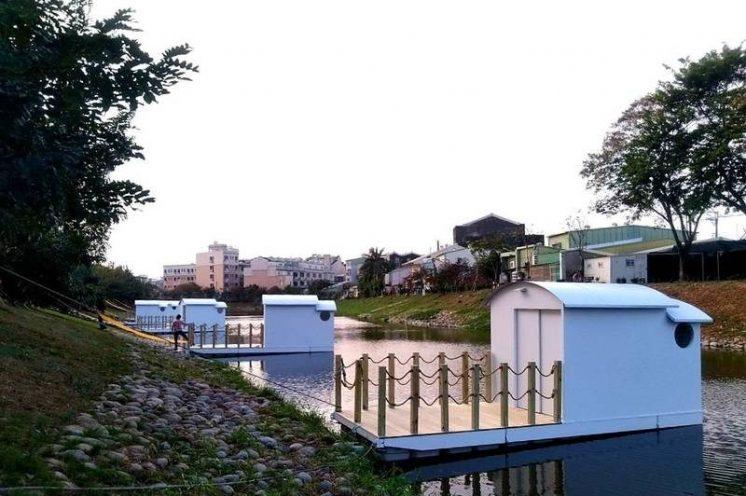 台南月津港燈節水上船屋
